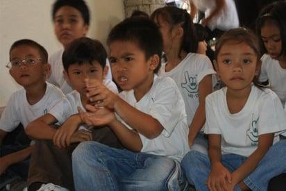 Missionaries_Serve_Deaf_Children_in_Philippenes4